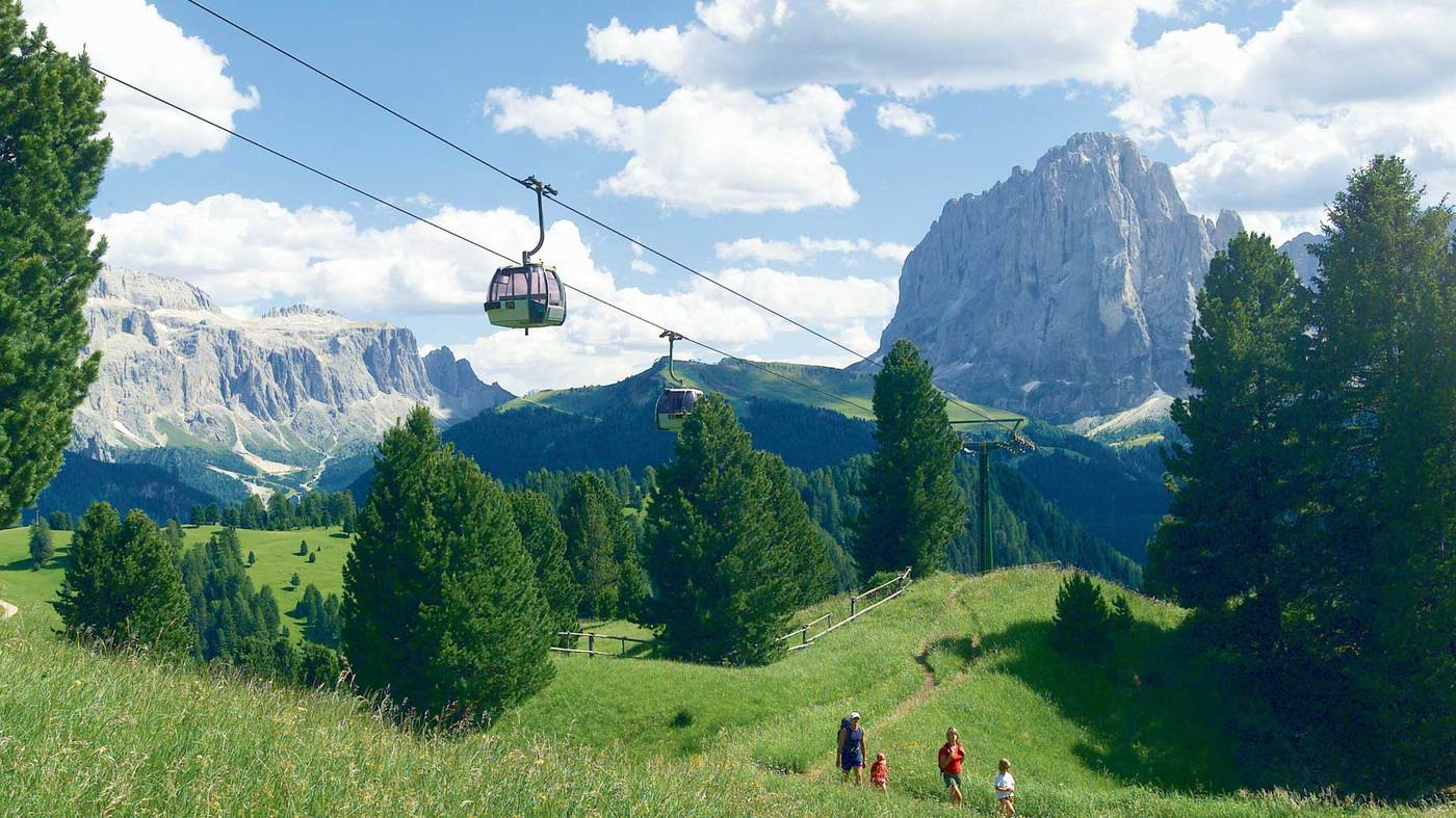 Our four-star hotel in Santa Cristina Val Gardena – surrounded by pristine countryside